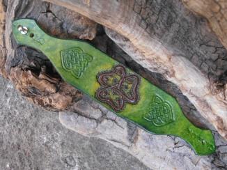 Bracelet vert motif entrelacs